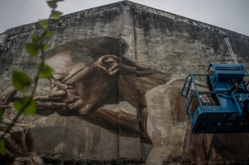 A street art artist Julia Volchkova is painting a graffiti of an old man at Jalan Panggong, #kualaLumpur on April 24, 2016. Pic by Seth Akmal.