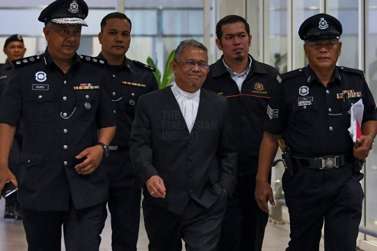 Judge Azmi Ariffin (C) walks out after revisit of Kim Jong-Nam murdered area at KLIA 2 on October 24, 2017. - The Malaysian Insight pic by Seth Akmal.